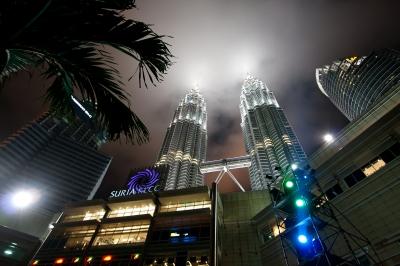 Graybit - RTW Travel Malaysia Petronas Towers Posterize