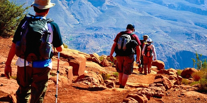 5 Essential Things Everyone Must Carry For a Safe and Enjoyable Trek